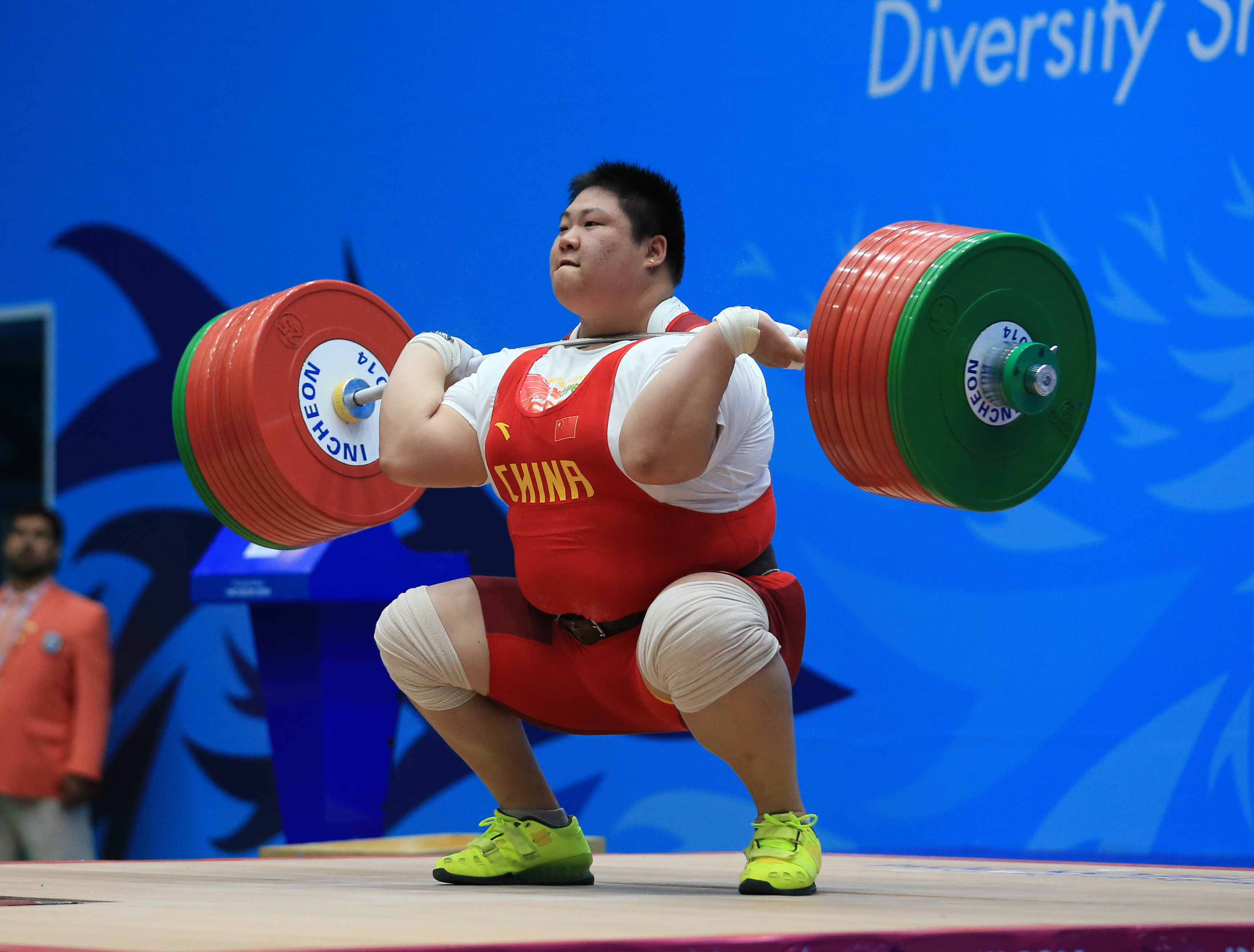 Wo womens bench press records by weight class - Zhou Lulu Chn Setting World Record 192 Kg In Clean And Jerk As Bar Bend Approaches Excessive For Safe Performance Of The Equipment